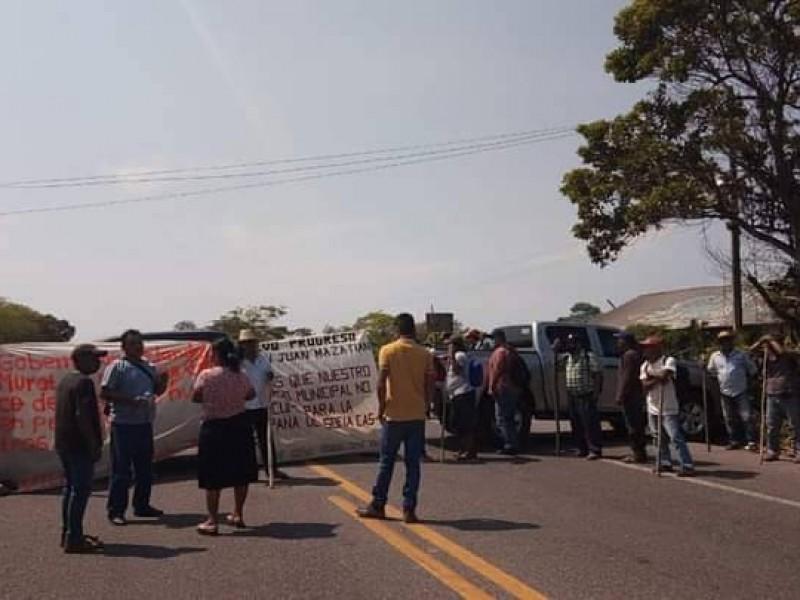 Bloquean carretera transístmica Matías Romero-Palomares