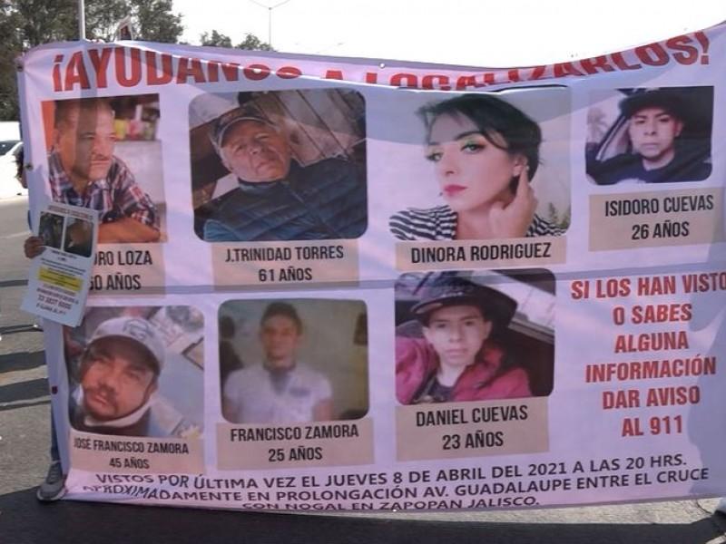 Bloquean Periférico para exigir localización con vida de 7 desaparecidos