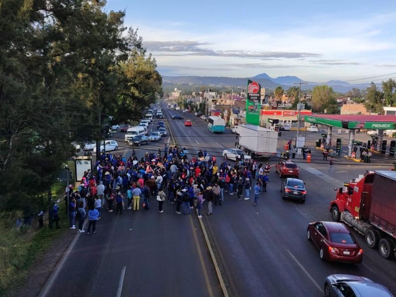 Bloquean salida a Pátzcuaro; exigen pagos en Poder Judicial