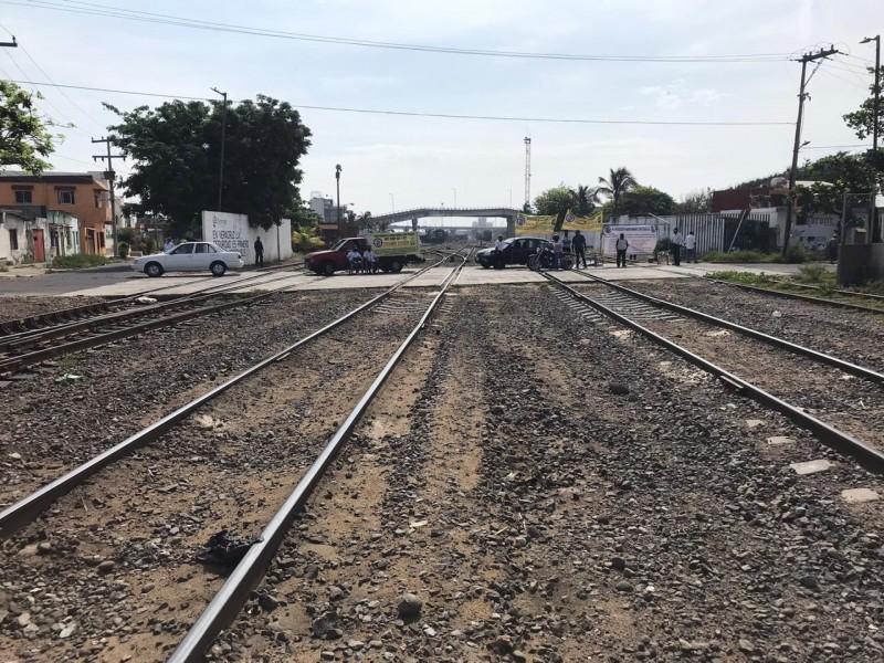 Bloquean transportistas diversos puntos de Veracruz
