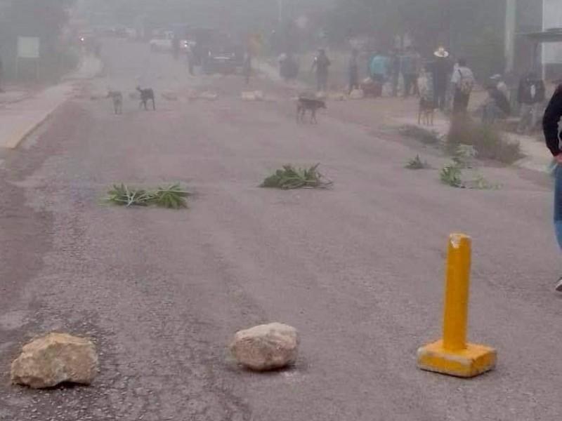 Bloqueo carretero afecta libre tránsito vía Ocosingo-SCLC