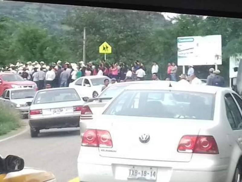 Bloqueo carretero en Bochil