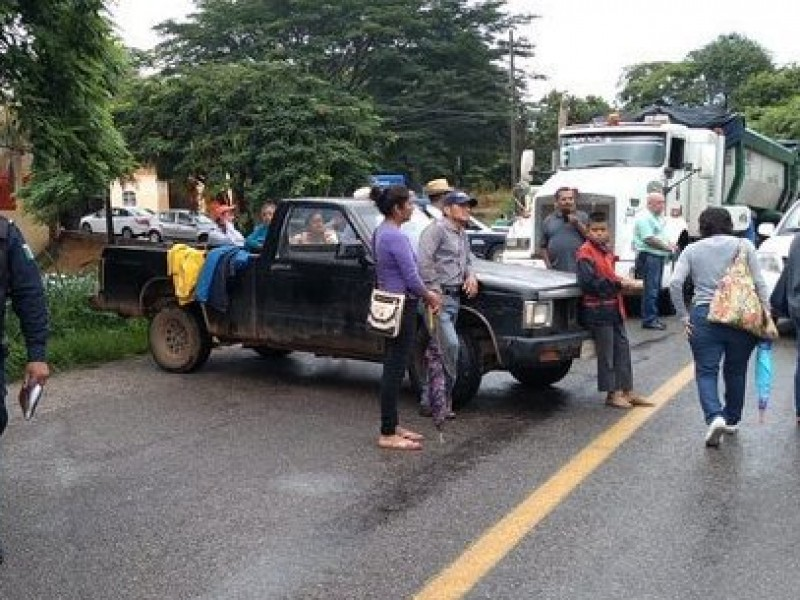 Bloqueo carretero en Matías Romero