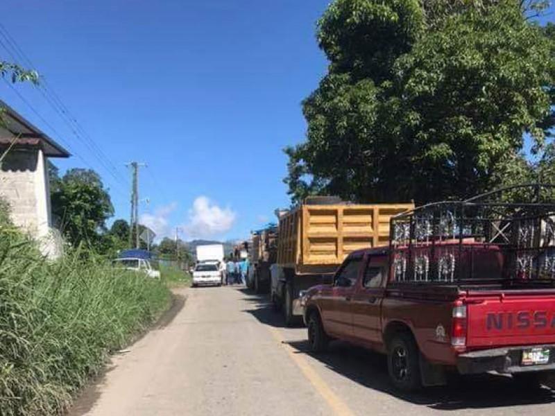 Bloqueo carretero en Tapilula, por falta de apoyos