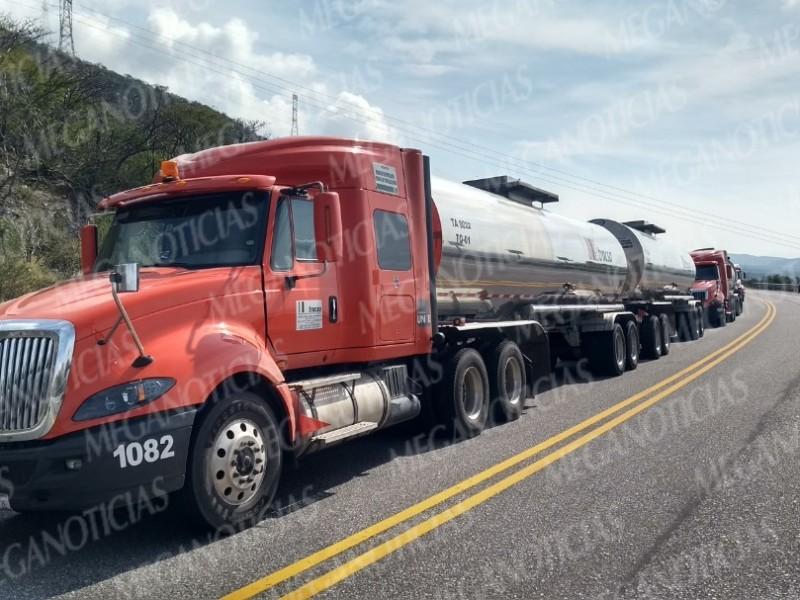 Bloqueo carretero impide traslado de combustibles