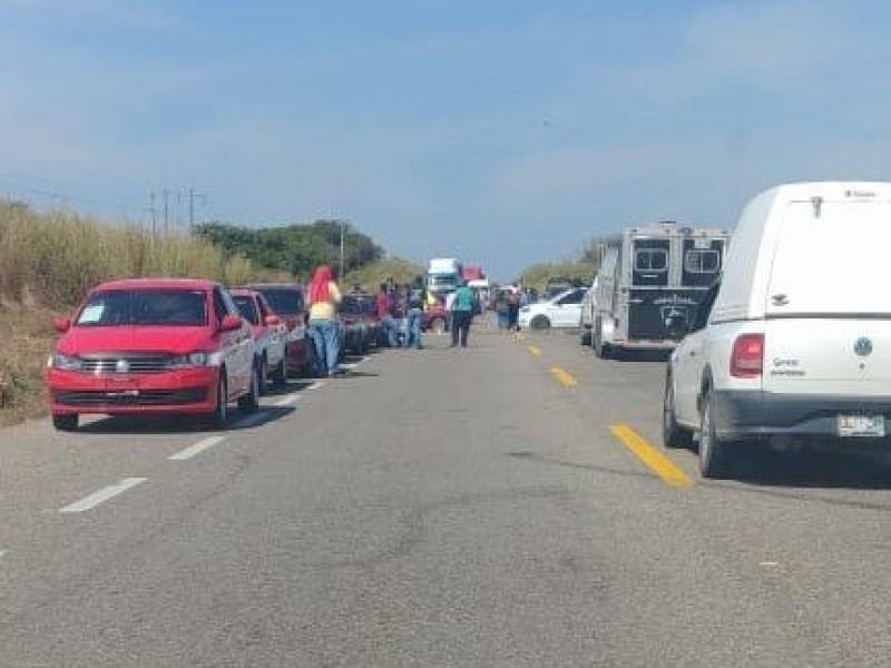 Bloqueo carretero tramo Niltepec-Tapanatepec