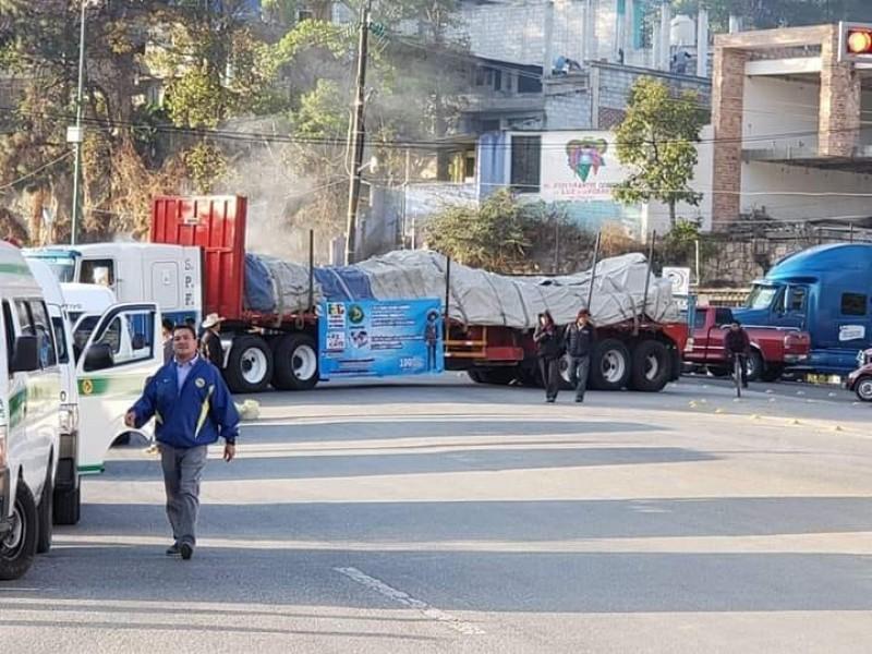 Bloqueos afectan libre transito en carreteras de Chiapas