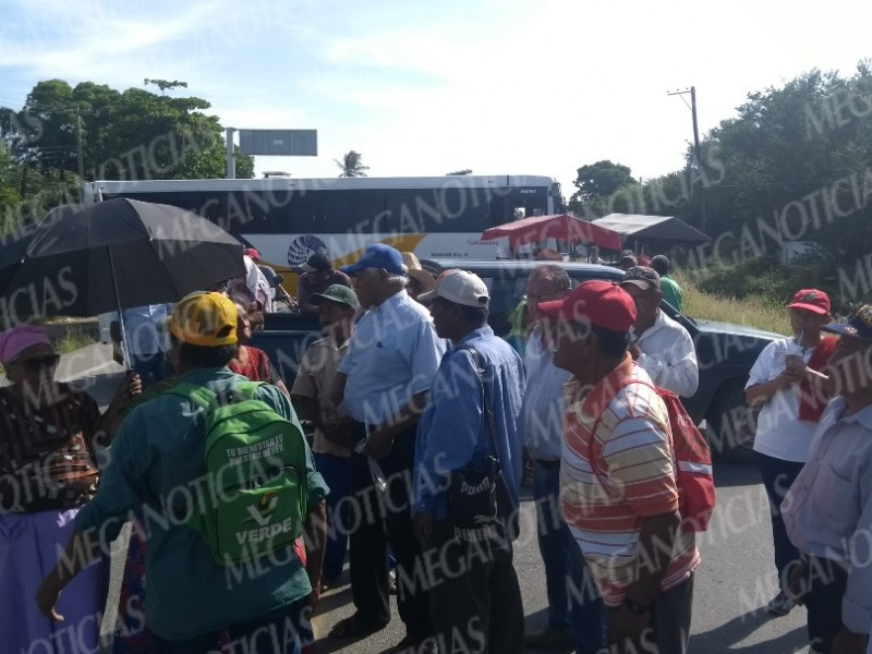 Bloqueos carreteros en Tehuantepec