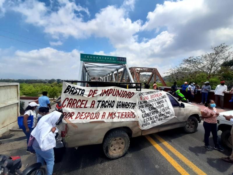 Bloqueos paralizan Tehuantepec, comuneros denuncian despojos violentos de predios