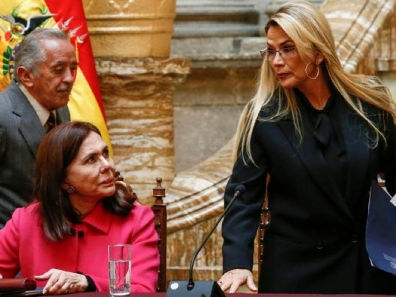 Bolivia expulsa a embajadora de México