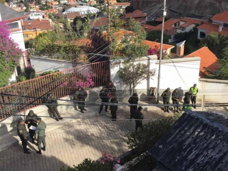 Bolivia niega hostigamiento en embajada de México
