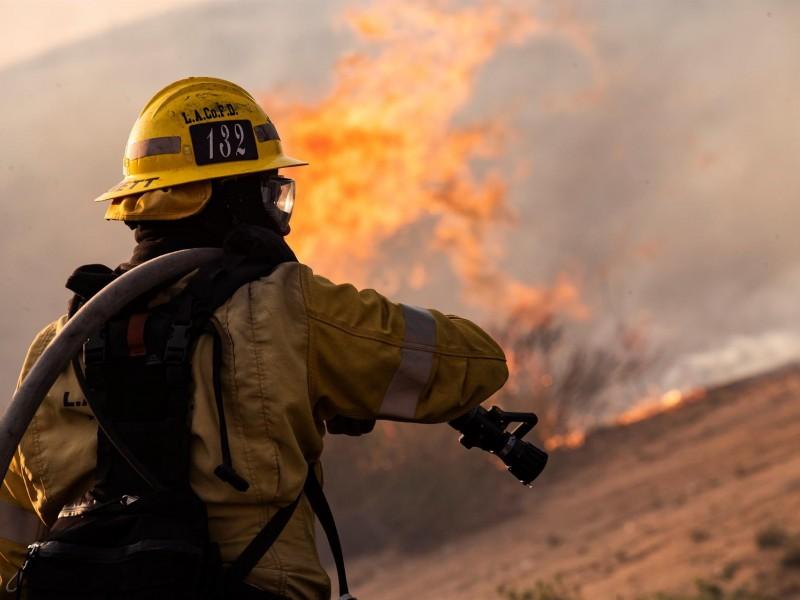 Bomberos mexicanos apoyan a combatir incendios forestales en Canadá