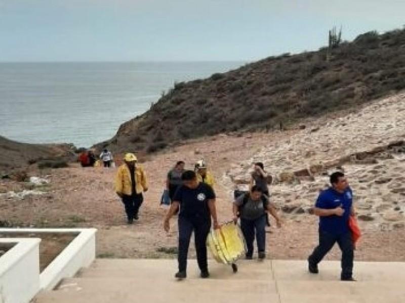 Bomberos rescatan a joven atrapado en Cerro Centinela