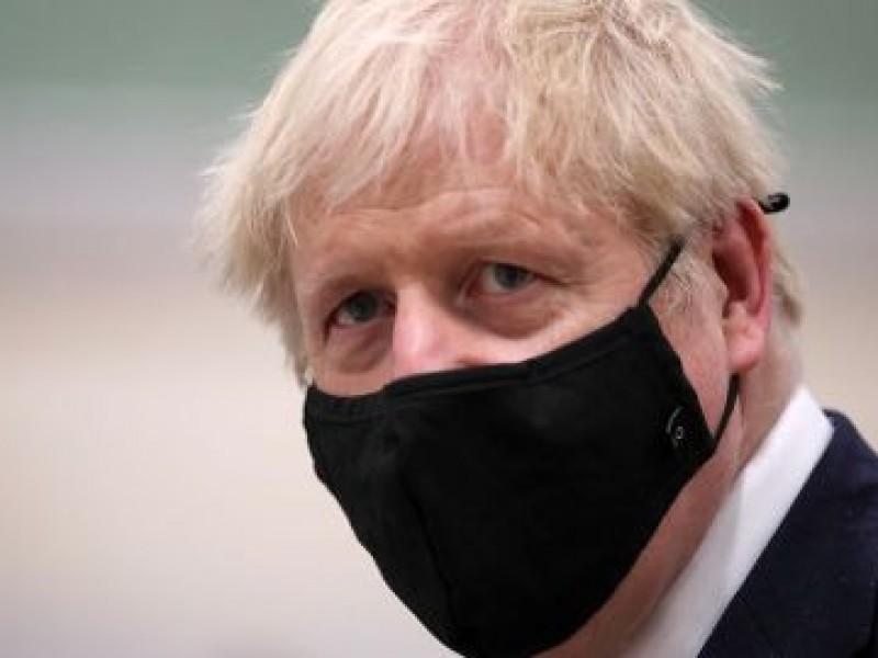Boris Johnson es aislado tras contacto con positivo Covid-19