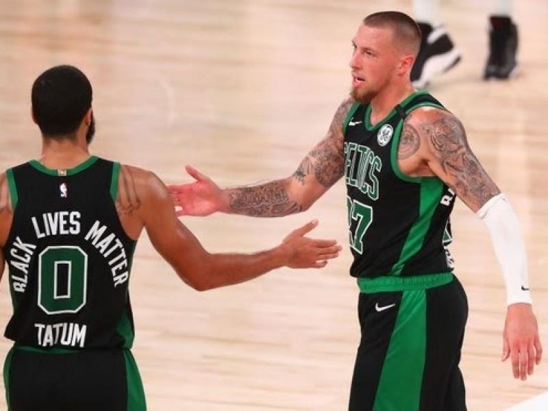 Boston vence 121-108 a Miami y aprieta la serie