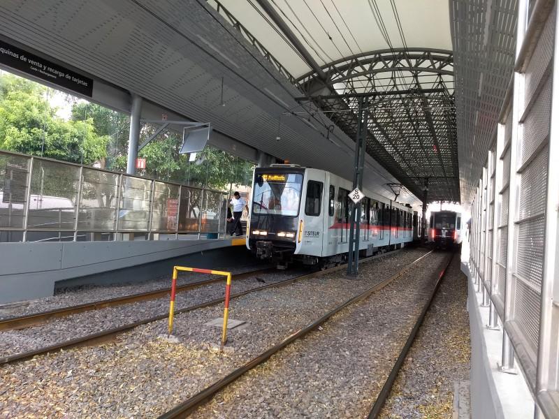 Brillan por su ausencia trenes triples, señalan usuarios
