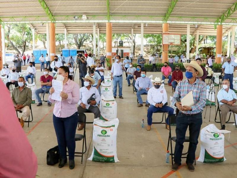 Brindan apoyos a sector ganadero y agrícola en Villacorzo