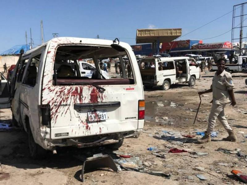 Brutal atentado en Somalia deja 94 muertos