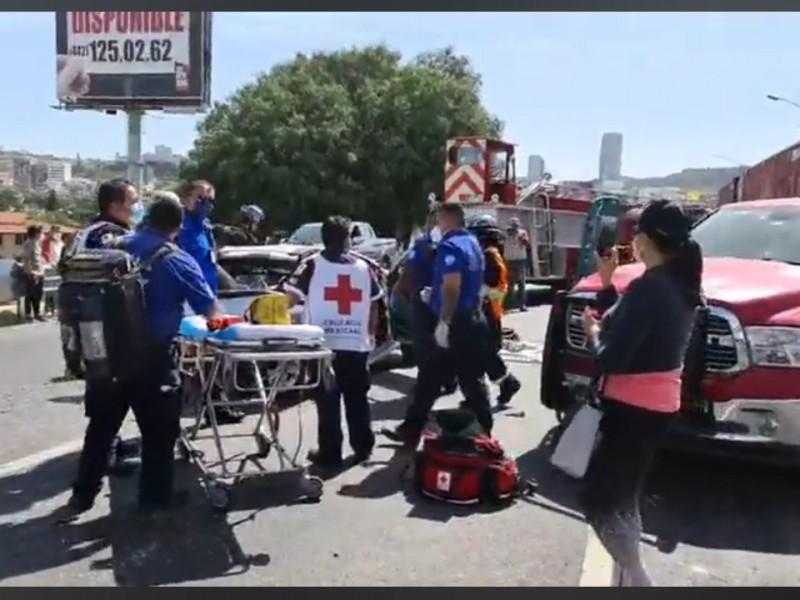 Brutal choque en la 57 dejó más de 10 lesionados