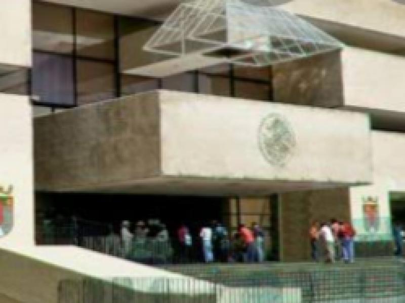 Burócratas continuarán sin labores hasta el 17 de mayo