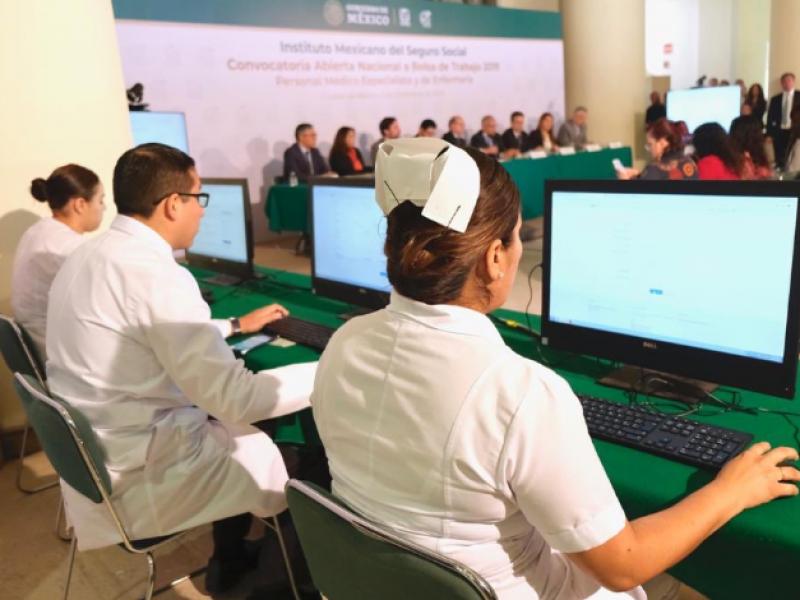 Busca IMSS mitigar déficit de médicos y enfermeras
