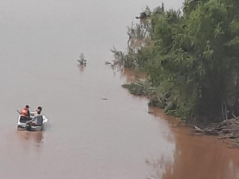 Buscan a joven desaparecido en el río Acaponeta