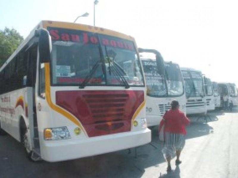 Transportistas exigen incrementar pasaje a $15