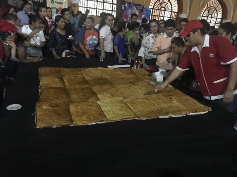 Buscan inscribir en Record Guinness el volován más grande