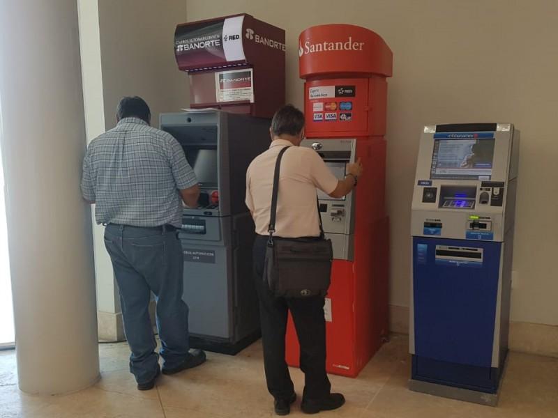 Buscan prevenir asaltos afuera de bancos