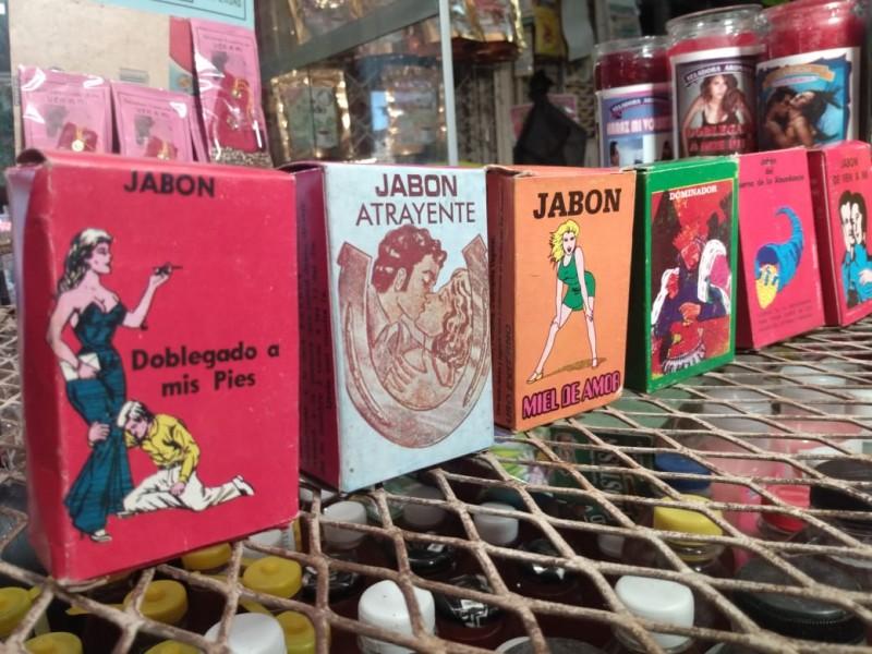 Navojoenses buscan productos esotéricos para encender la llama del amor