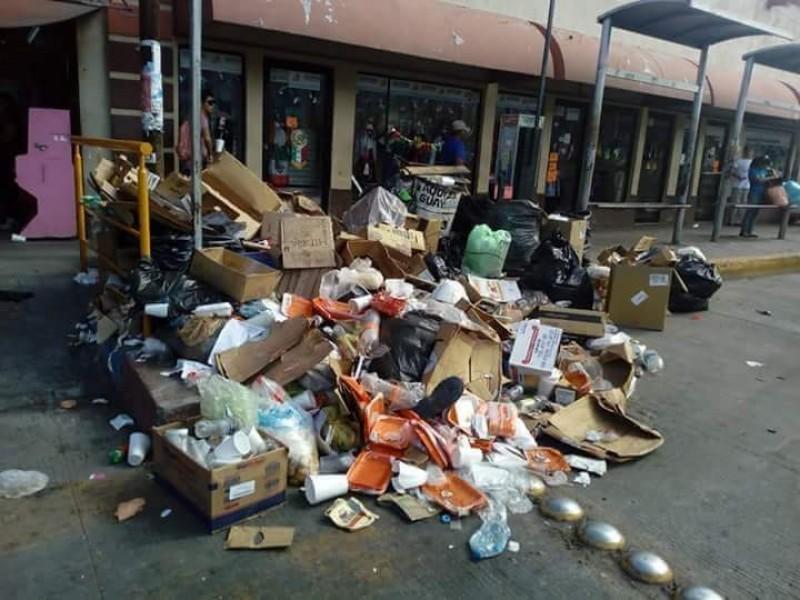 Buscan regular en el mercado recolección de basura