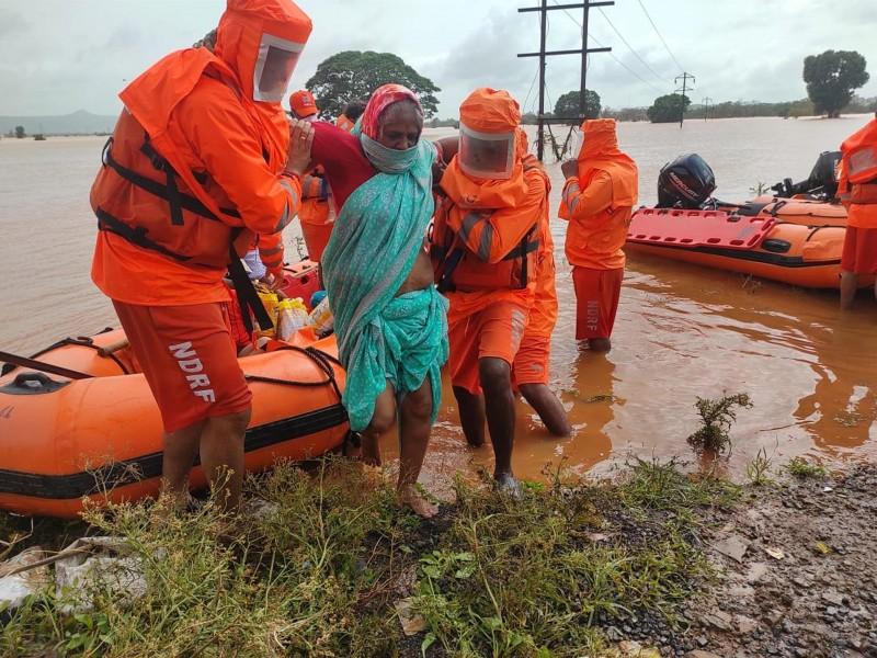 Buscan sobrevivientes en India tras fuerte tormenta