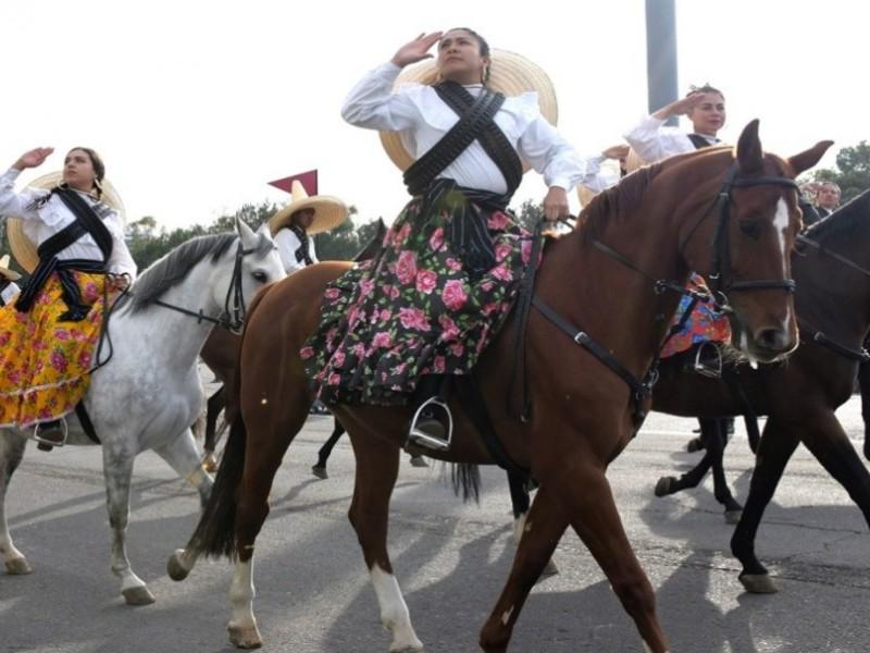 Caballos engalanan el desfile de la Revolución Mexicana