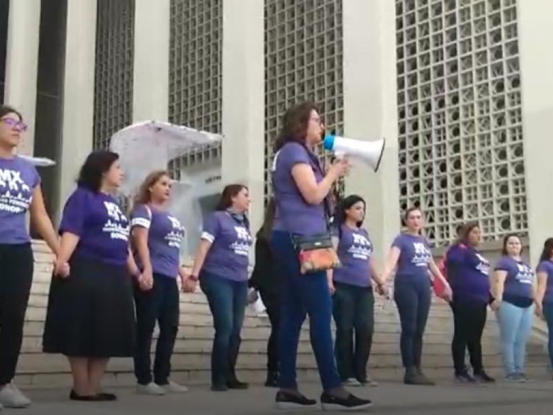 Organizan cadena feminista en Hermosillo