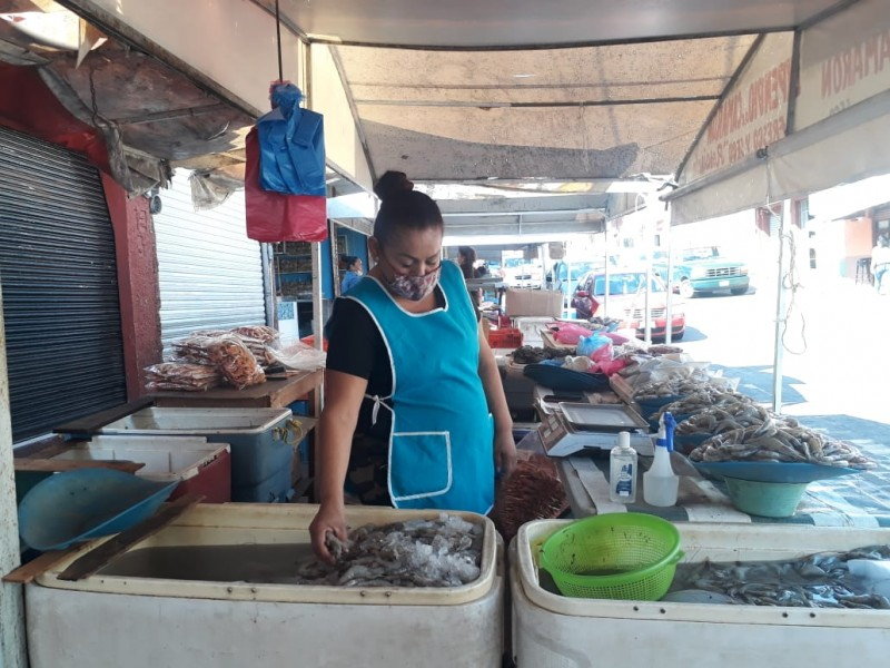 Cae 50% venta de pescados y mariscos en Tepic