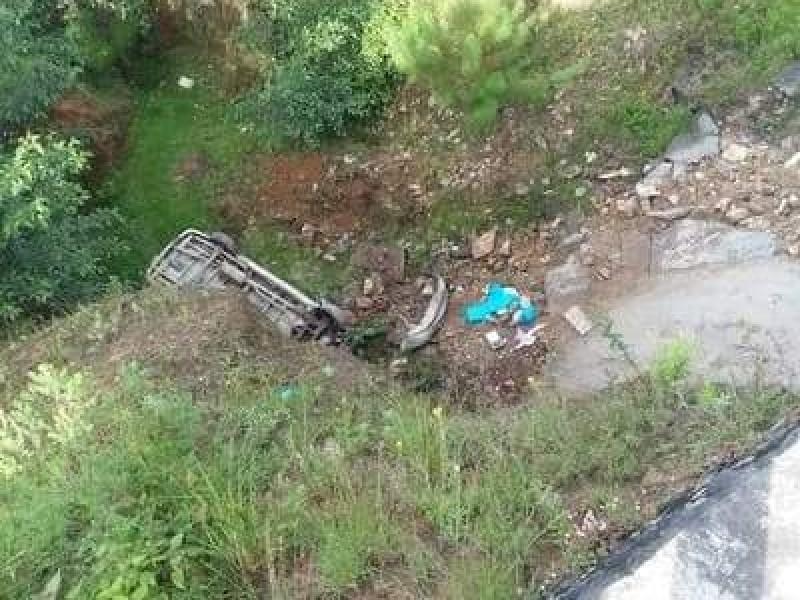 Cae al fondo de socavón familia en Zacapoaxtla