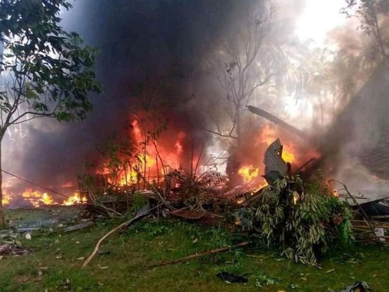 Cae avión militar en Filipinas, hay 45 muertos