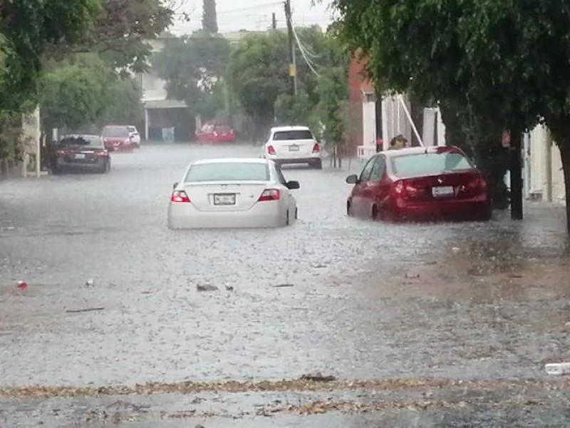 Cae fuerte lluvia en la capital