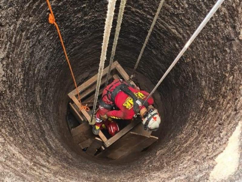 Cae hombre a una noria, autoridades trabajan en su rescate