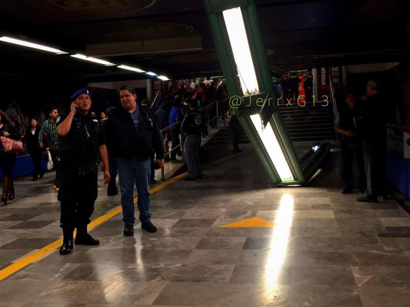 Cae lámpara en el Metro; 2 lesionados