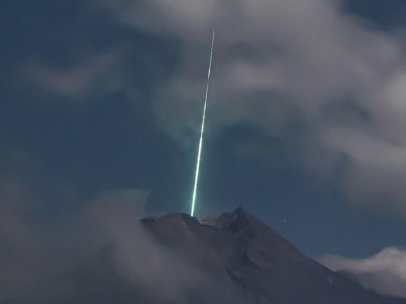 Cae meteorito sobre volcán Merapi, el más activo de Indonesia