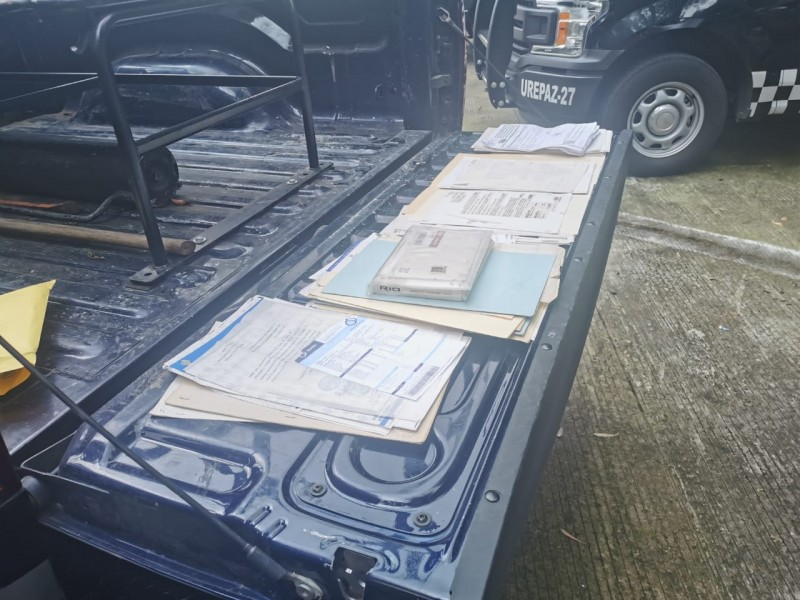 Caen cuatro con carro robado, droga y documentos