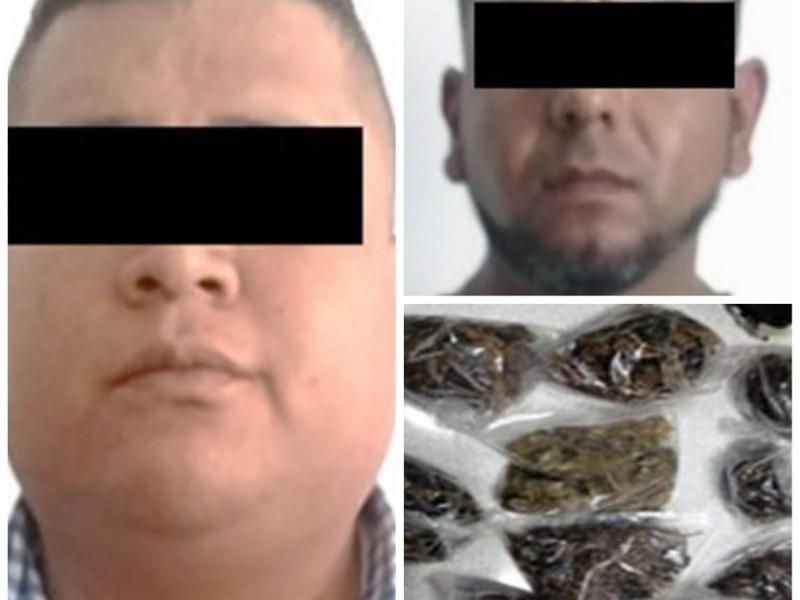 Caen dos por posesión de droga
