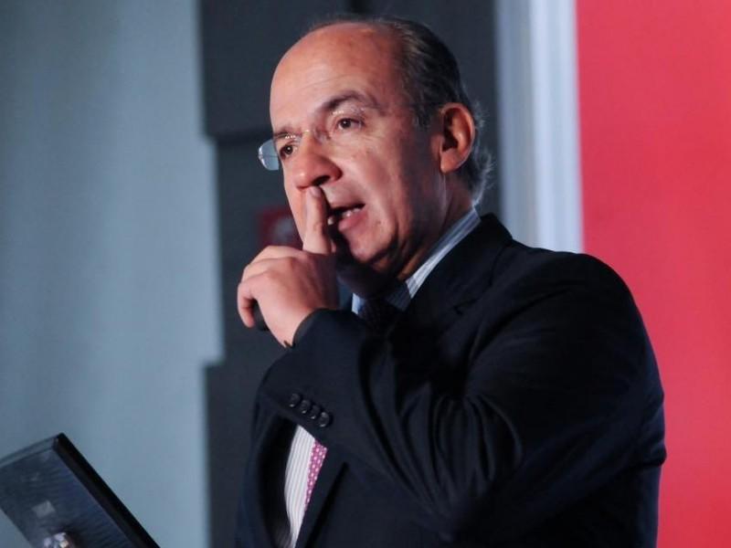 Calderón exige pruebas de complicidad con policías