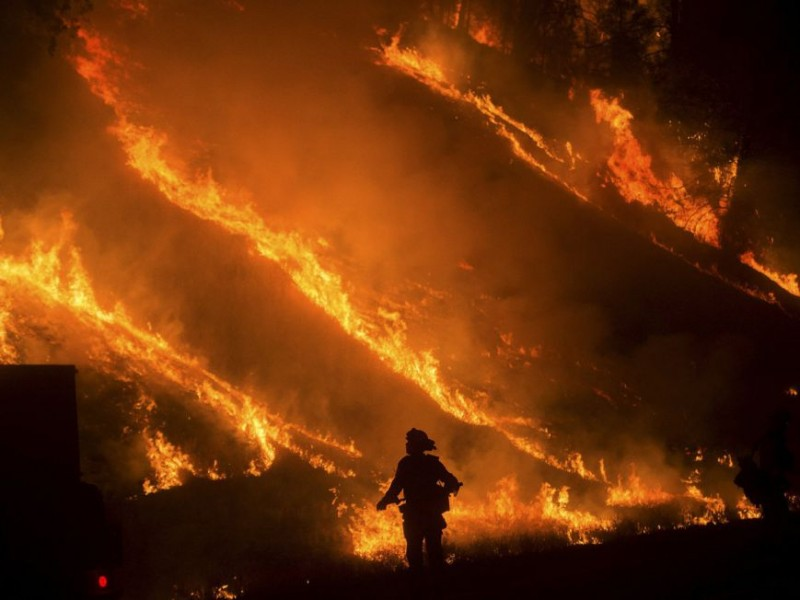 California declara estado emergencia por incendio