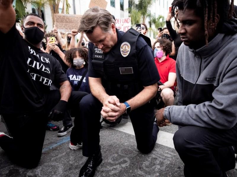 California prohíbe uso policial del sometimiento por el cuello