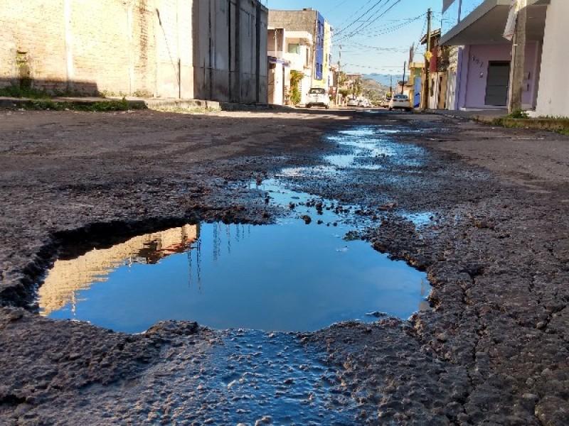 Calle Álamo, otra vialidad en pésimas condiciones