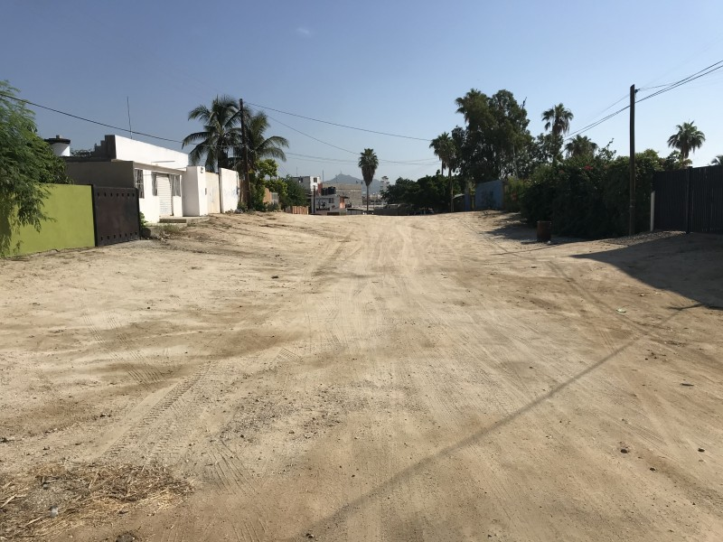 Calle Antonio Mijares pendiente de pavimentarse