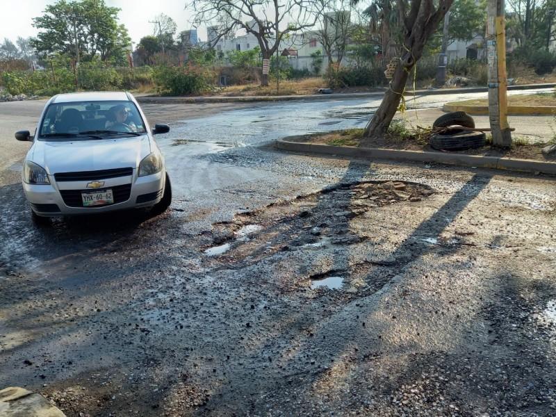 Calle Azteca del fraccionamiento Palma Real en malas condiciones