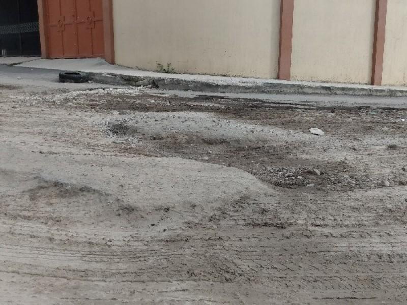 Calle Saturno, nuevamente destrozada por camiones de carga